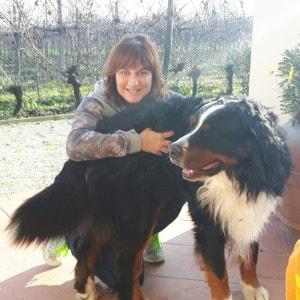 Signora con cane bovaro del bernese